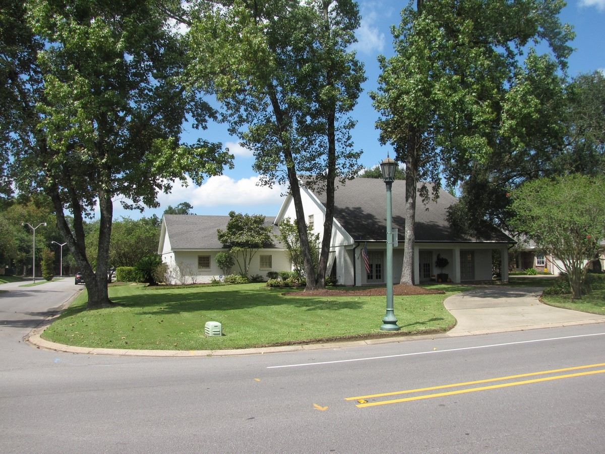 front-view-of-508-w-bayou-pkwy-copy